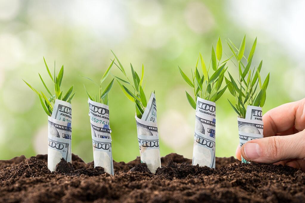 Selling topsoil and landscaping products in bulk bags make perfect cents.